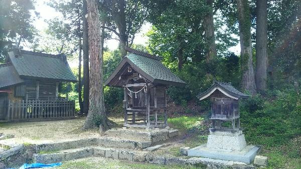 https://fuushi.k-pj.info/jpgj/simane/nita-g/okuizumo-t/k-mitokoro/isari-j/isariJ-b01.jpg
