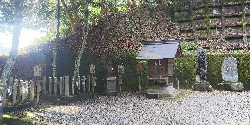 https://fuushi.k-pj.info/jpgj/simane/nita-g/okuizumo-t/misawa/mizawa-J/mizawaJ-07.jpg