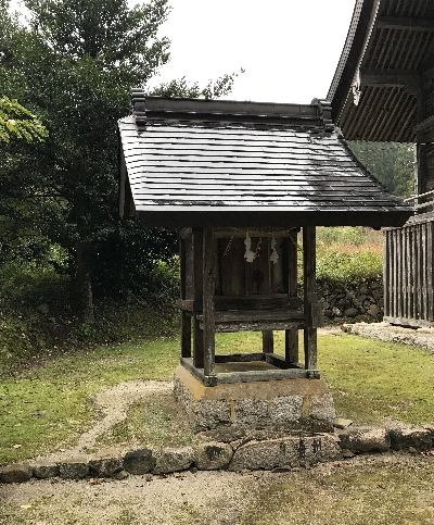 http://fuushi.k-pj.info/jpgj/simane/unnan-c/mitoya-t/otukamiya/hikura-j/hikura-05.jpg