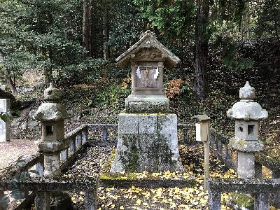 http://fuushi.k-pj.info/jpgj/simane/unnan-c/yosida-t/umeki/tohi-j/tohi-b02.jpg